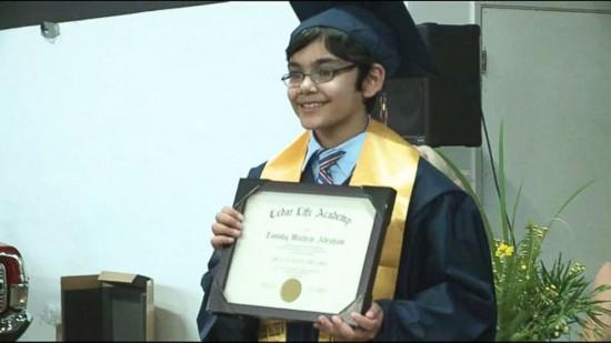 美国神童11岁大学毕业