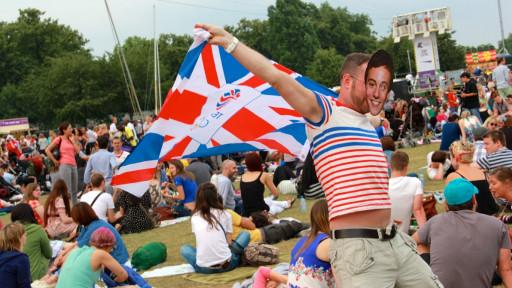维多利亚公园三万人伦敦奥运最后狂欢