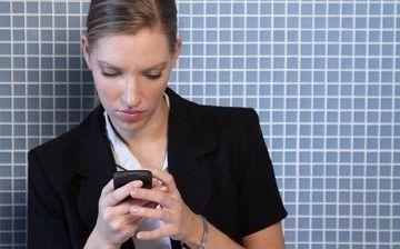 """常玩手机警惕""""手机脸"""""""