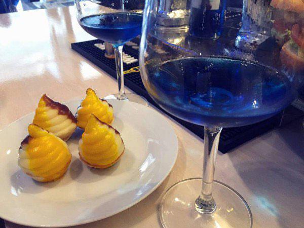 快来围观:世界上第一款蓝色葡萄酒(组图)