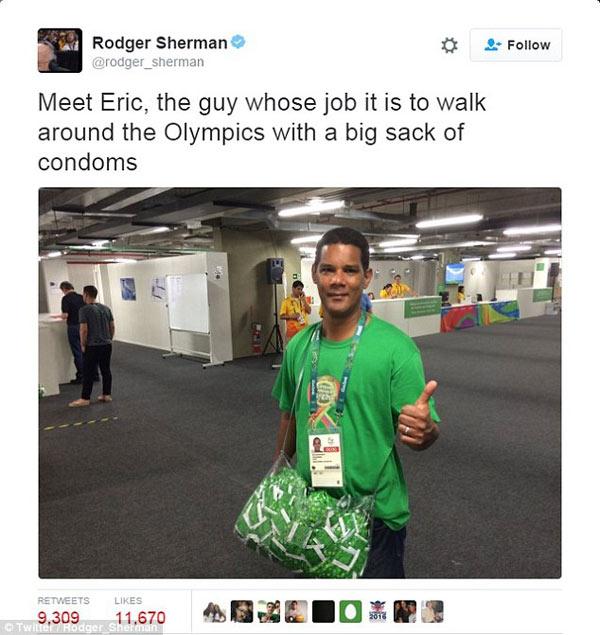 里约奥运村发安全套的小哥火了