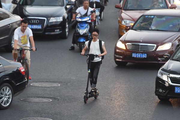 """北京上海禁止""""电动滑板车""""上路"""