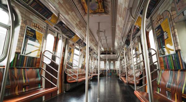 纽约地铁变身图书馆 乘客可免费下载电子书