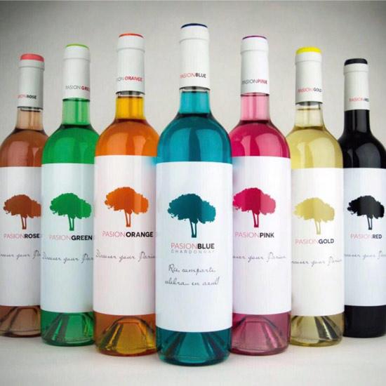 还记得蓝色葡萄酒吗?现在厂家把彩虹颜色都集齐了(组图)