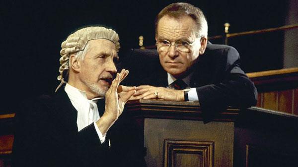 涨知识!英国法官和律师的白色假发原来大有来头