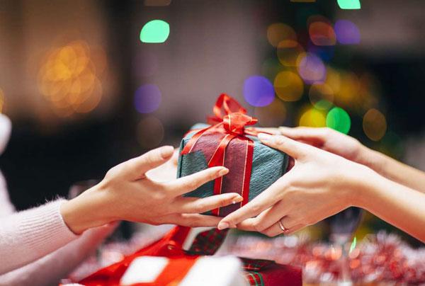 发朋友圈晒礼物的短句 低调晒礼物心情说说