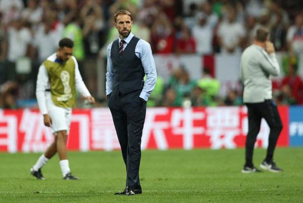 英格兰没进决赛,但是主帅的马甲火了!如何把马甲穿出时尚范了解一下