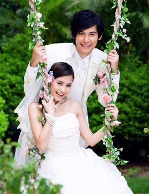 Hong Kong Pop Duo Twins Shot Wedding Pictures In France A Based Female Cantopop Created The Summer Of 2001 By Albert Yeung S