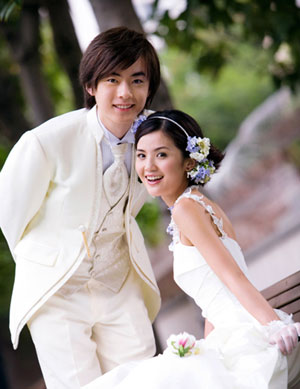 Is Made Up Of Two Young Ex Models Charlene Choi Cheuk Yin 蔡卓妍 And Gillian Chung Yan Tung 钟欣桐 Who By Birth Originally Ka Lai