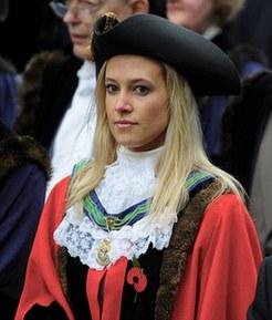 29岁美女当选英国最年轻市长