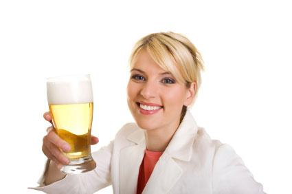 调查:英国再度流行淡啤酒