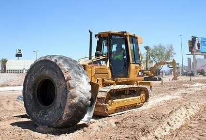 美国赌城开世界最大挖土机游乐场-英语点津