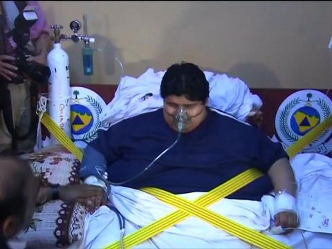 沙特610公斤男子_沙特近610公斤男子被空运医院救治