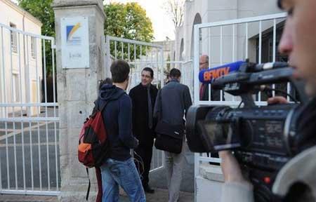 法国在强奸案发学校进行大规模DNA测试